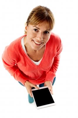 Szybkie pożyczki kobieta z tabletem